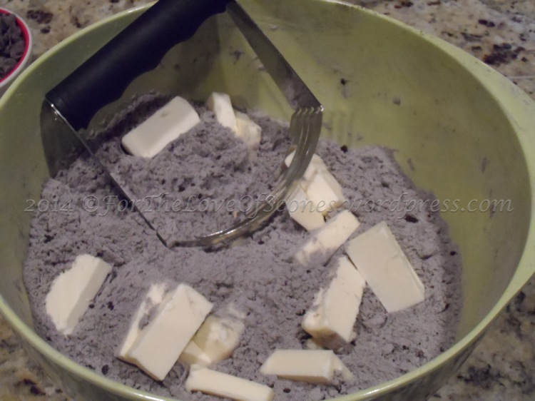 Using a pastry blender, work in the butter until only a few pea-sized bits remain.